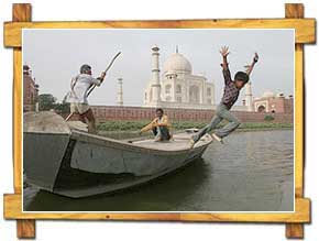 Agra and Taj from Boat